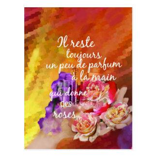 Cartão Postal O perfume dos rosas ainda permanece na mão
