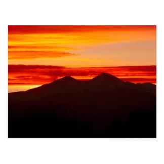 Cartão Postal O por do sol sobre Longs Colorado máximo