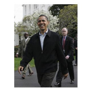 Cartão Postal O presidente Obama anda ao courst do basquetebol