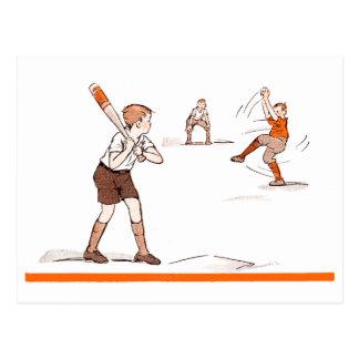 Cartão Postal O vintage caçoa o jogo de basebol dos meninos