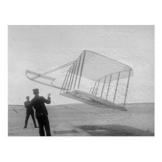 Cartão Postal O voo de ensaio dos irmãos de Wright