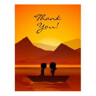 Cartão Postal Obrigado bonito da montanha do barco do casal da