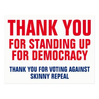 Cartão Postal Obrigado levantando-se para o modelo da democracia