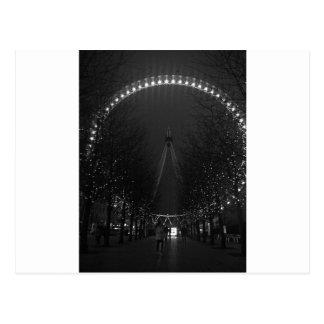 Cartão Postal Olho preto e branco de Londres