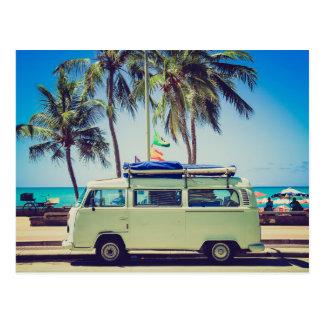 Cartão Postal Ônibus do campista do vintage na praia