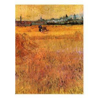 Cartão Postal Opinião de Arles dos campos de trigo por Van Gogh