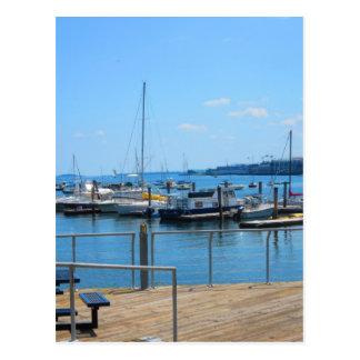 Cartão Postal Opinião do lago sailBoats do porto do lago da