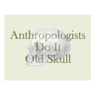 Cartão Postal Os antropólogos fazem-no crânio velho