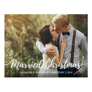 Cartão Postal Os Newlyweds chiques casaram a foto da tipografia