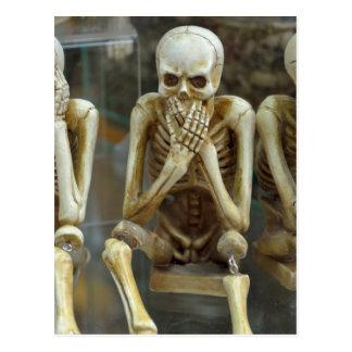 Cartão Postal Ouça, fale, não veja nenhum esqueleto mau