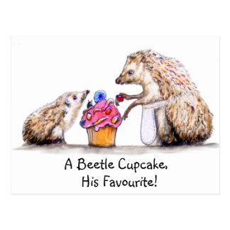 Cartão Postal ouriço do bebê com cupcake do inseto rastejador