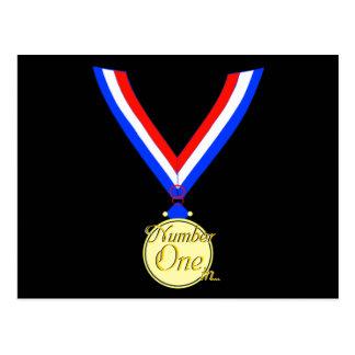 Cartão Postal Ouro do ouro do vencedor de medalha do número um