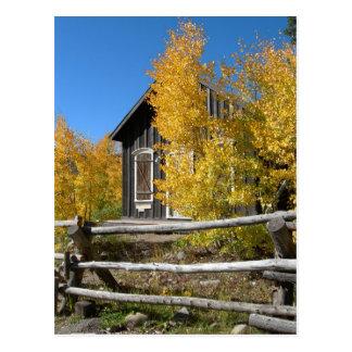 Cartão Postal Outono nas Montanhas Rochosas