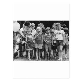 Cartão Postal ovo do começo dos alunos e raça da colher