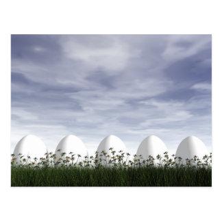 Cartão Postal Ovos da páscoa brancos na natureza - 3D rendem