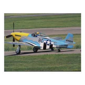 Cartão Postal P-51 norte-americano D que brilha Donna no