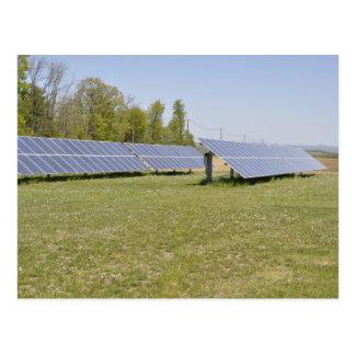 Cartão Postal painéis solares montados terra