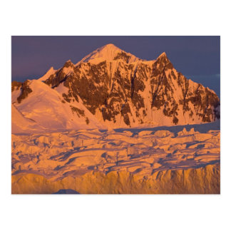 Cartão Postal paisagem glacial congelada da montanha ao longo do
