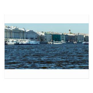 Cartão Postal palácios no rio St Petersburg Rússia do neva