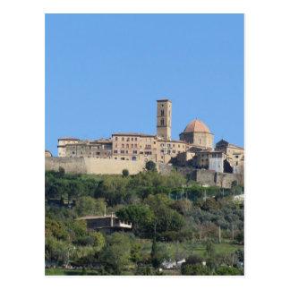 Cartão Postal Panorama da vila de Volterra. Toscânia, Italia
