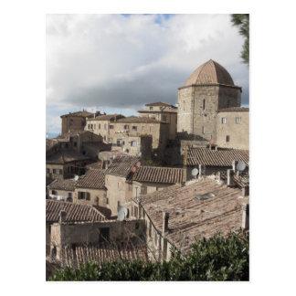 Cartão Postal Panorama da vila de Volterra, Toscânia, Italia