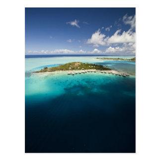 Cartão Postal Parasailing sobre a lagoa bonita de Bora