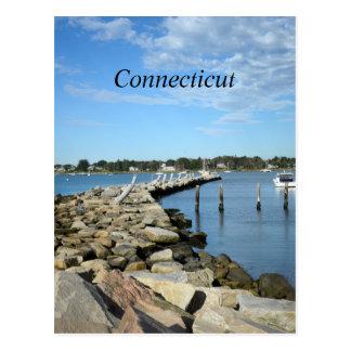 Cartão Postal parede da rocha por um porto em Connecticut