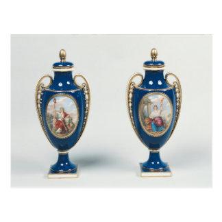 Cartão Postal Pares de vasos de Sevres decorados com alegórico