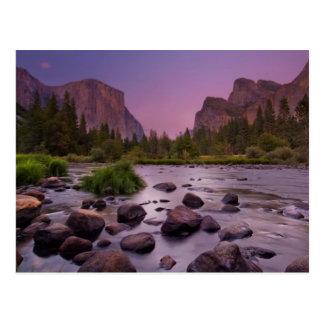 Cartão Postal Parque nacional de Yosemite no crepúsculo