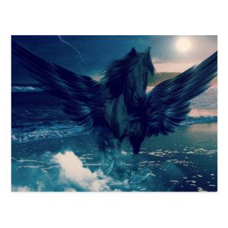 Cartão Postal Pegasus preto que emerge do mar