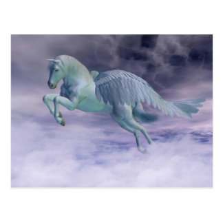 Cartão Postal Pegasus que galopa através das nuvens de