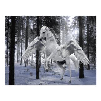 Cartão Postal Pegasus voou a neve da floresta do cavalo de vôo