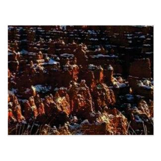 Cartão Postal penhascos da rocha vermelha da neve