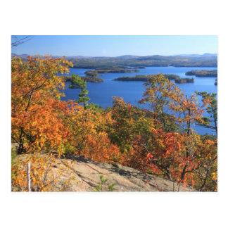 Cartão Postal Penhascos do cascavel do lago Squam no outono