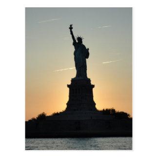 Cartão Postal Perfil da estátua da liberdade - ReasonerStore