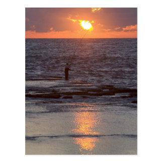 Cartão Postal Pescador em Byblos no por do sol, Líbano