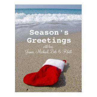 Cartão Postal Peúga de Papai Noel que coloca na praia bonita