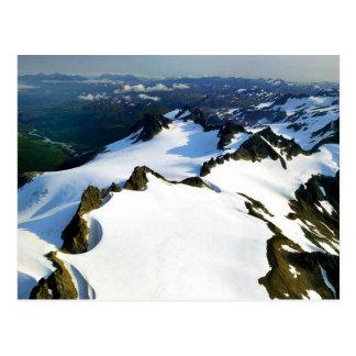 Cartão Postal Picos de montanha irregulares - vista aérea