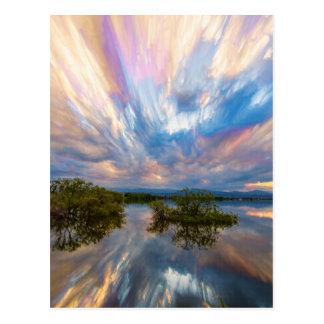 Cartão Postal Pilha cronometrada reflexões do lago sunset