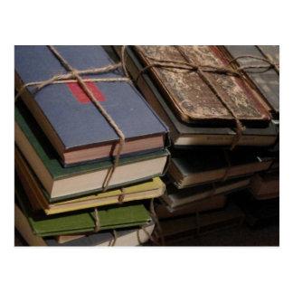 Cartão Postal Pilha de livro velho