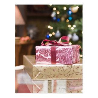 Cartão Postal Pilha de presentes de época natalícia