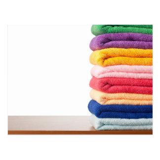 Cartão Postal Pilha de toalhas coloridas do microfiber