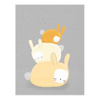 Cartão Postal pilha do coelho na laranja e nas cinzas