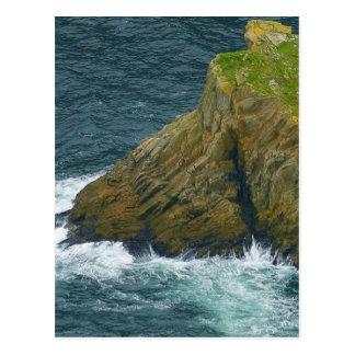 Cartão Postal Pilha do mar nos penhascos da liga de Slieve em