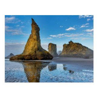 Cartão Postal Pilhas do mar na praia de Bandon em Bandon, Oregon