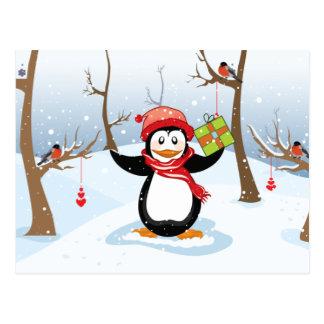 Cartão Postal Pinguim com paisagem do inverno do presente do