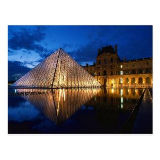 Cartão Postal Pirâmide no museu do Louvre, Paris, France