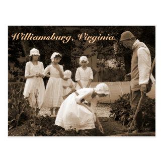 Cartão Postal Plantando sementes em Williamsburg colonial
