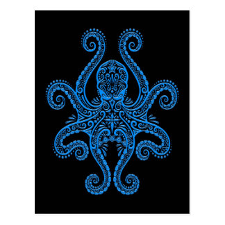 Cartão Postal Polvo azul intrincado no preto