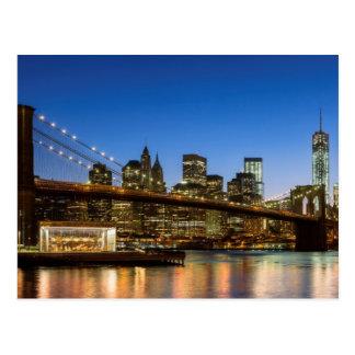 Cartão Postal Ponte de Manhattan e de Brooklyn no crepúsculo